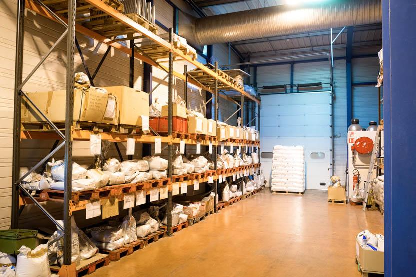 Zones de stockage, matière première et colorants